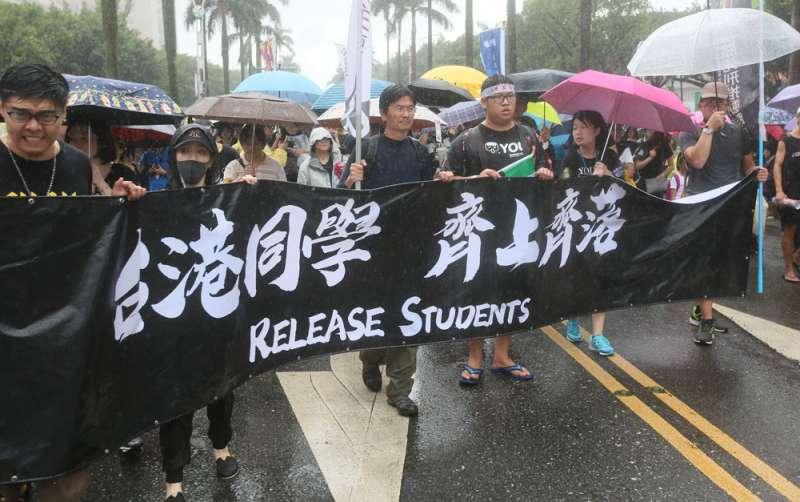 台灣公民陣線、香港邊城青年等團體發起「929台港大遊行—撐港反極權」活動。(柯承惠攝)