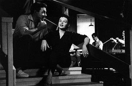 茱蒂嘉蘭雖以《星海浮沉路》再度開展演藝事業高峰,卻苦苦無法擺脫酒癮與藥癮(圖/IMDb)
