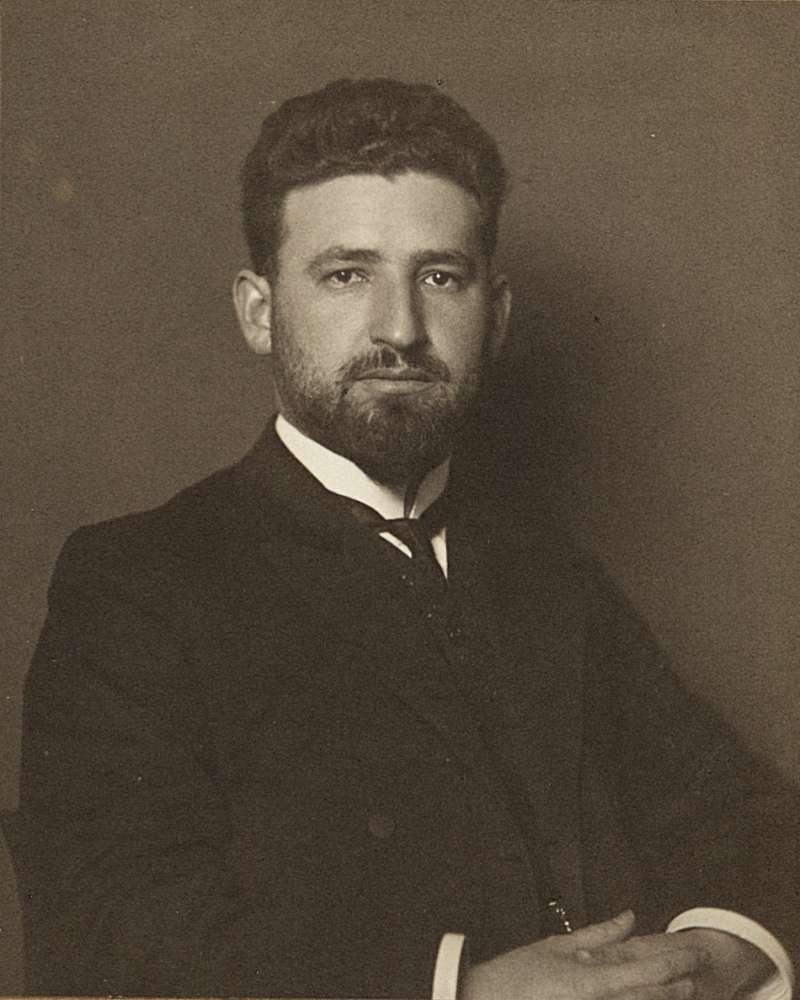 馬塞爾·格羅斯曼(Marcell Grossmann ,1878~1936年),猶太數學家,愛因斯坦的大學同窗和好友,專長是黎曼幾何,建議愛因斯坦將黎曼幾何中的里奇曲率張量納入重力方程式。圖/研之有物
