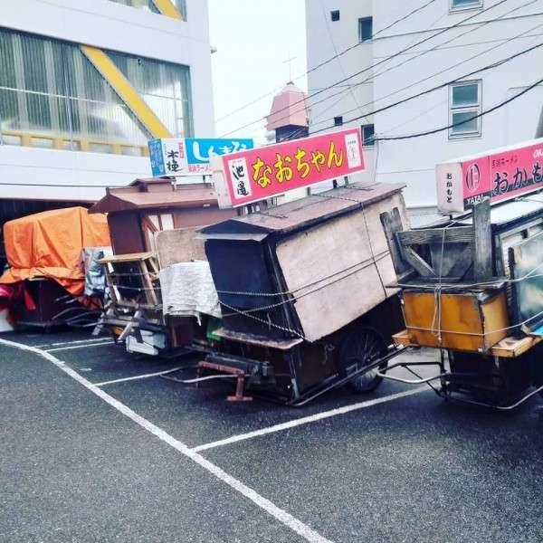 白天,路邊攤會放置於特定停車位置。(圖片來源:レミさんち/Facebook)