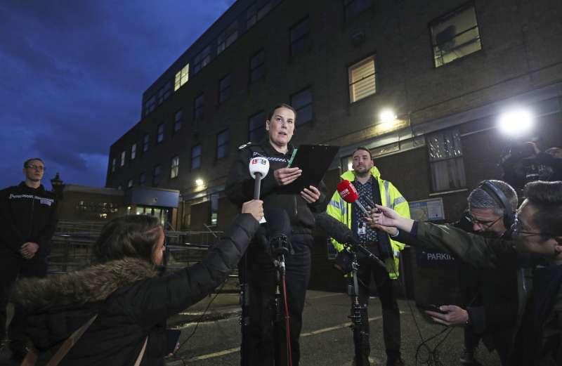 英國艾塞克斯郡破獲一輛冷凍貨櫃車上有39位凍死的非法移民,副警長米爾斯希望知道詳情的人主動聯絡。(AP)
