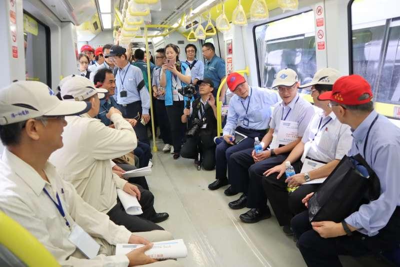 台北捷運環狀線通車在即,10月底初勘委員搭乘環狀線列車(圖片來源:新北市捷運局)