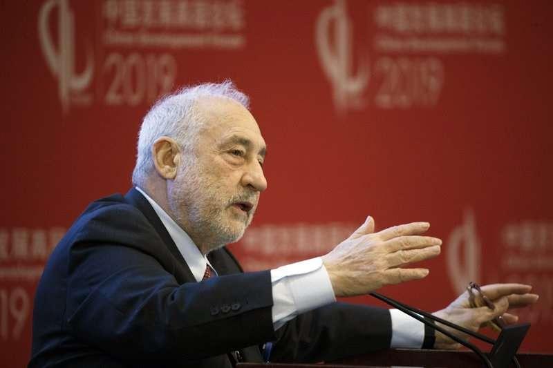 諾貝爾經濟學獎得主史提格里茲等37位美、中經濟學家,發出聯合聲明呼籲美中放棄貿易戰。(資料照,美聯社)