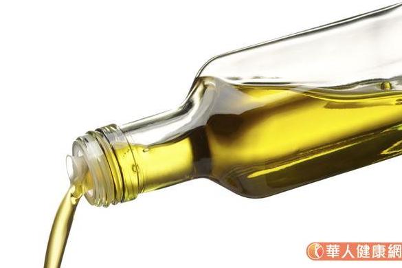品質愈好的油,就愈不適合高溫熱炒,也不宜反覆高溫加熱。(圖/華人健康網)