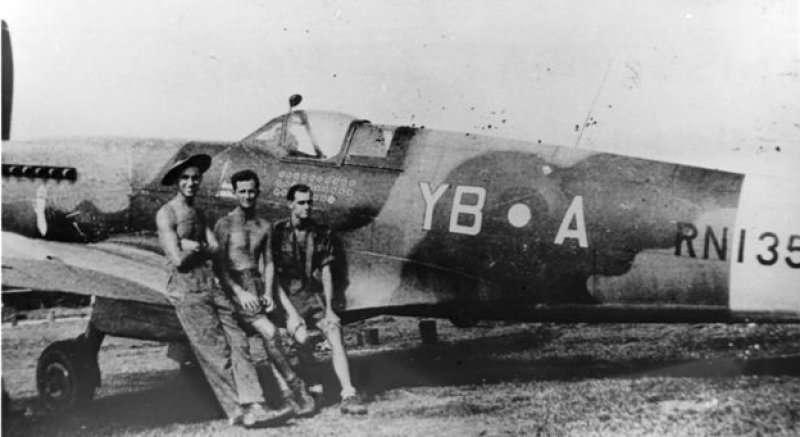 隸屬於第17中隊,機身邊號RN135的噴火式Mk XIV型戰鬥機,被許崙墩擊落的噴火式戰鬥機就來自於該單位。(作者提供)