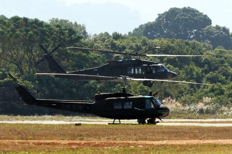 20191030-國軍UH-1H及UH-60M兩型機同框。(蘇仲泓攝)