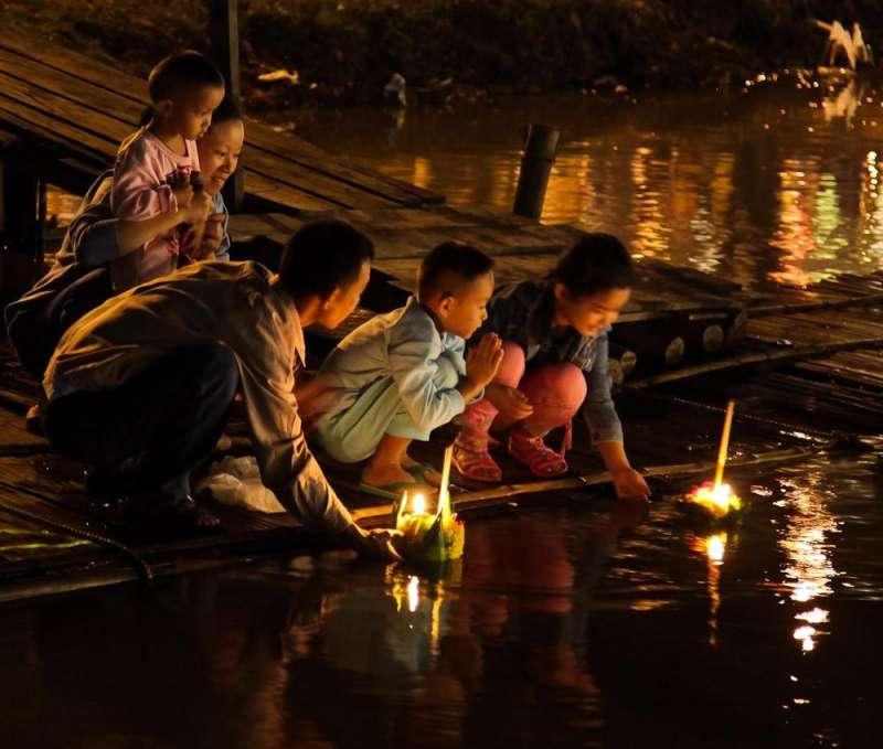 圖說:泰國的放水燈(圖/John Shedrick@Flickr)
