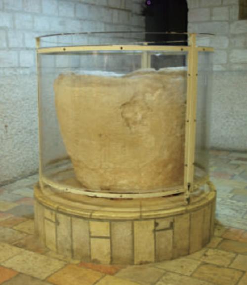 《帶這本書去聖地》-耶穌初顯神蹟的水缸(三民提供)