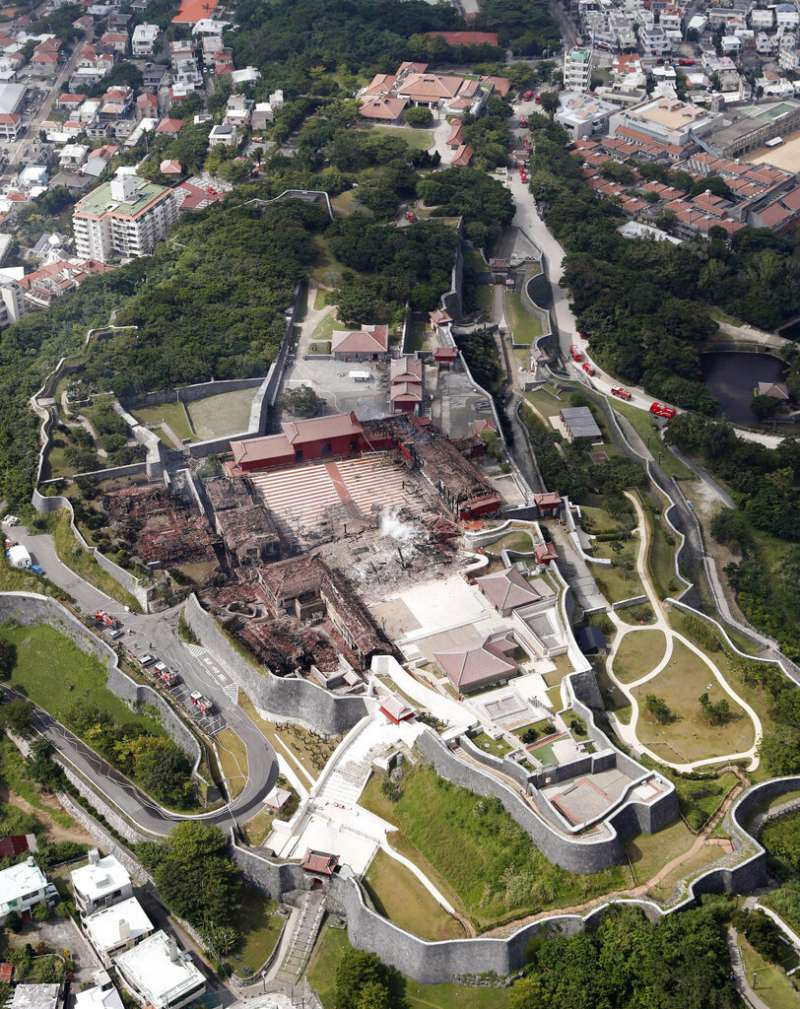 琉球王國時代的王宮、位於沖繩那霸市的首里城10月31日被大火焚毀。(美聯社)