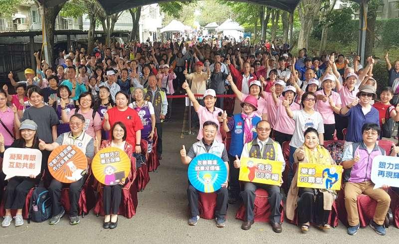 勞動部舉辦「登高望遠 銀力再現」活動,現場齊聚上千名長者共襄盛舉。(圖/方詠騰攝)