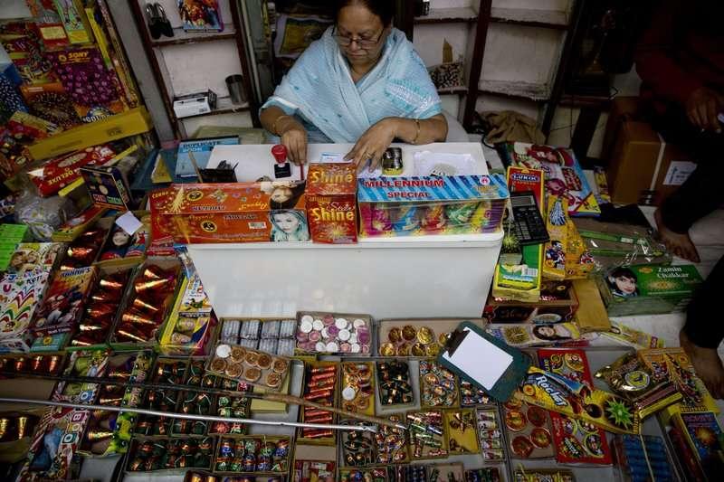 新德里市政府稱已禁止販售煙火。(AP)