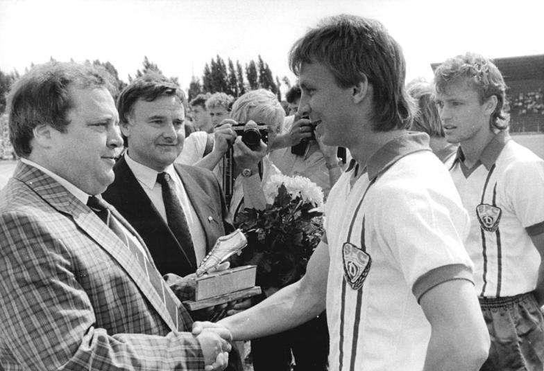 托姆在1987年獲得東德年度最佳足球員的榮譽。(Bundesarchiv@Wikipedia/CC BY-SA 3.0)