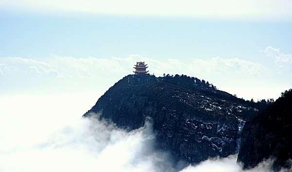 峨嵋山,萬佛頂。(取自維基百科)