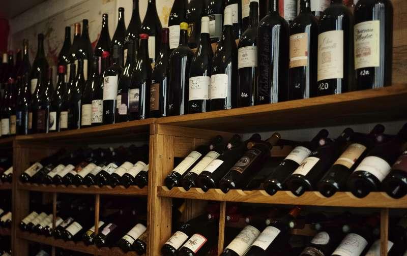 太空熟成紅酒將與地球熟成紅酒對照,研究環境對熟成的影響。(美聯社)