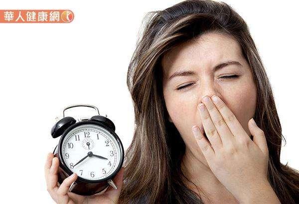透過中醫脈診儀中發現,失眠與腦部血液循環有關,尤其是與高頻六條經絡密切相關。(圖/華人健康網)