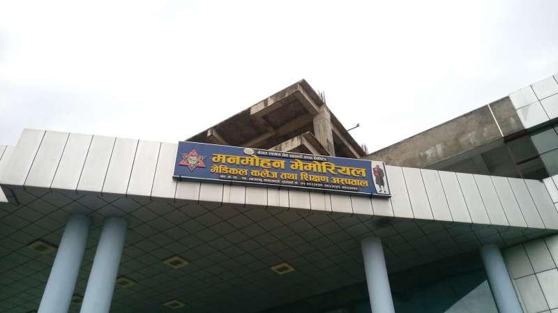 曼莫漢紀念醫院正在擴建高樓。圖/作者提供