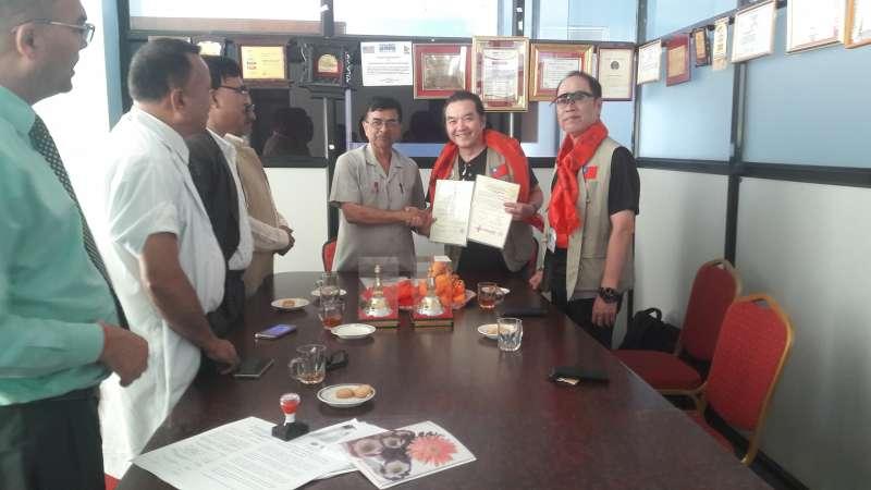 台灣、尼泊爾雙方簽訂合作協議書。圖/曼莫漢紀念醫院官方臉書