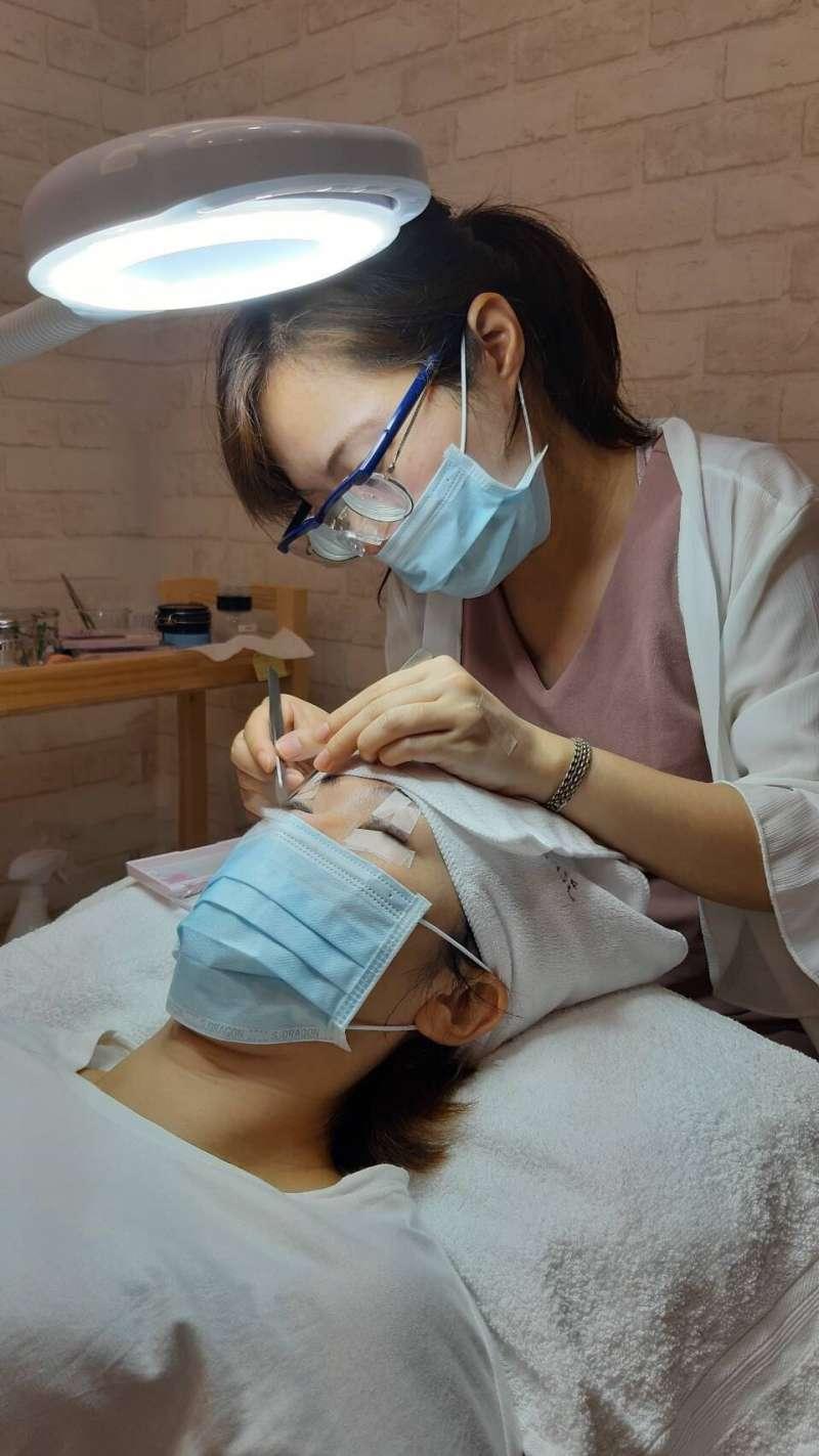 日式美睫沙龍,提供優良的服務品質。(圖/業者提供)