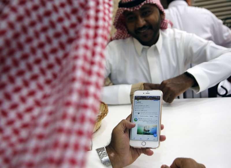 兩名推特前員工疑似遭沙烏地阿拉伯王儲穆罕默德收買,協助王室蒐集異議人士的個人資料。(AP)