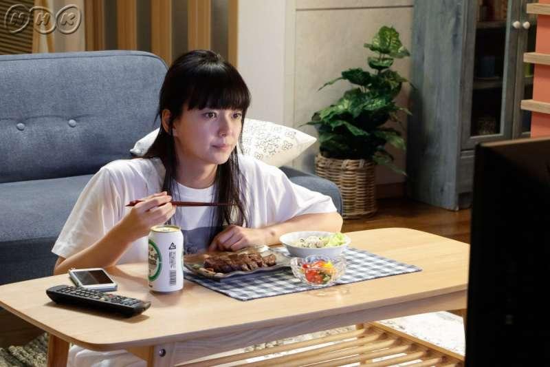 森若很懂得享受一個人的生活,比起交際,她更喜歡獨處。(取自NHK)