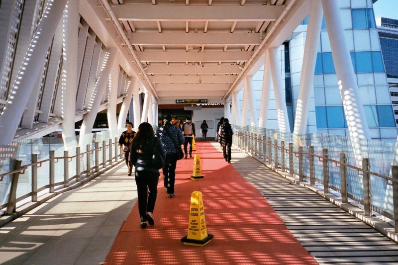 捷運南港軟體園區與中國信託金融園區之間有通道。(圖/Flickr@WEI-CHE HSIEH)