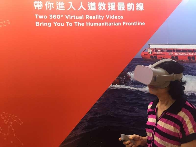 「救援視角──無國界醫生照片展」,以虛擬實境(VR)短片帶領民眾體驗前線救援視角。(王穎芝攝)