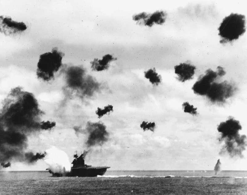 1942年6月4日下午,美軍航母「約克鎮號」遭到日軍攻擊,最後沉沒(Wikipedia/Public Domain)