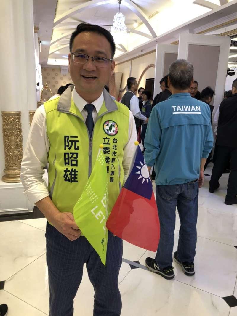 20191109-蔡英文競辦發言人的阮昭雄指出,蔡英文是現任總統,活動場合出現國旗很自然。(顏振凱攝)