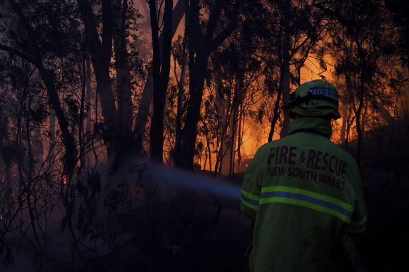 澳洲東南部新南威爾斯省近日發生多起野火(美聯社)