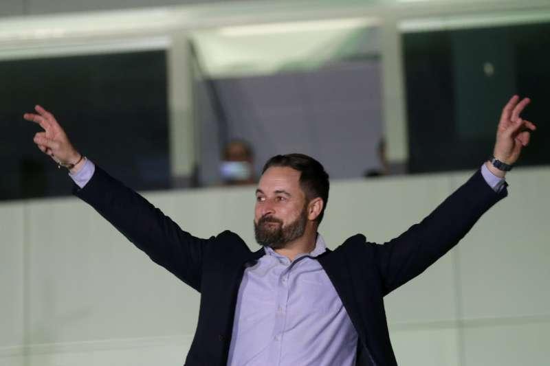 西班牙大選:極右派政黨「聲音黨」(Vox)躍居第三大黨,圖為聲音黨黨魁阿巴斯卡(Santiago Abascal)。(AP)