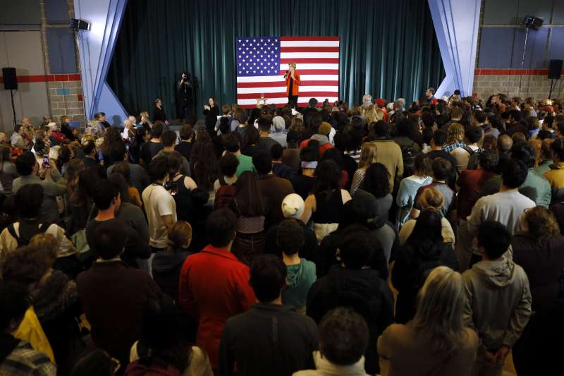 愛荷華州是重要的搖擺州,也是各黨必爭之地。圖為民主黨總統參選人華倫(Elizabeth Warren)11月4日在愛荷華造勢。(AP)