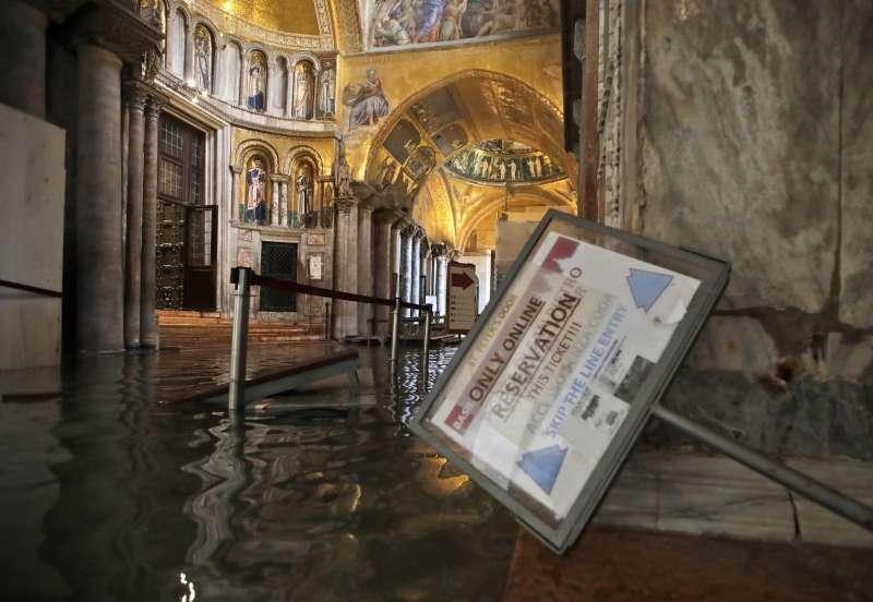 威尼斯近日淹大水,聖馬可大教堂也遭殃(美聯社)