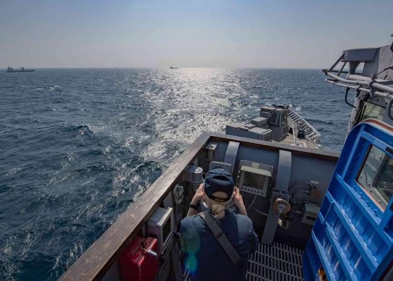 20191114-美國海軍1艘隸屬第7艦隊的巡洋艦「昌斯洛維爾號」(CG-62)12日由北向南方向航經台灣海峽,美國海軍在官方臉書發布圖文,強調對印太區域與「自由航行權」的重視。(取自美國海軍官方臉書)