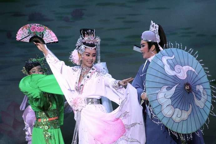 明華園戲劇總團演出《超炫白蛇傳》(取自明華園FB)