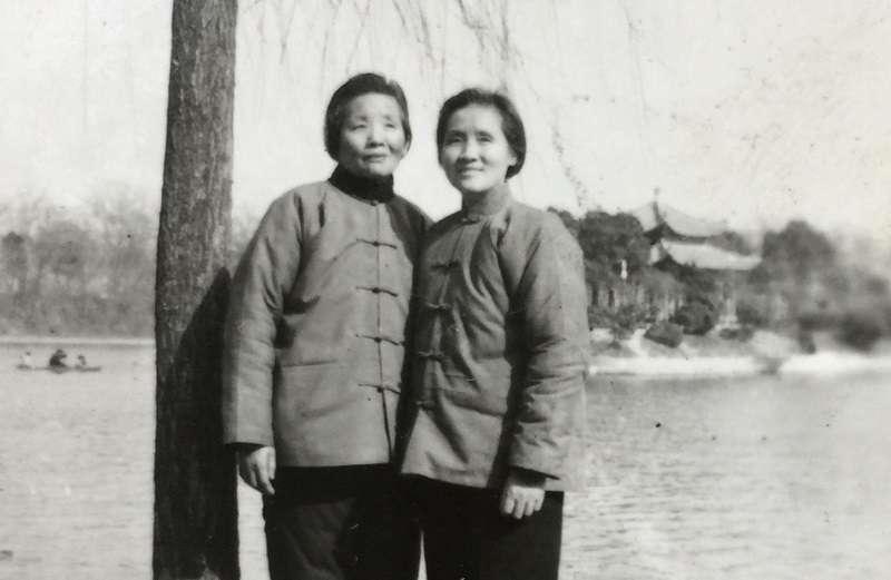 作者的大姑尹儒(左)和小姑尹英(右)。作者提供。