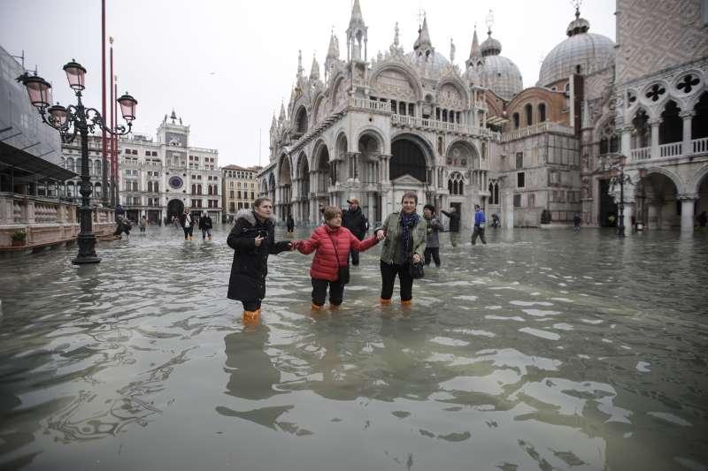 義大利「水都」威尼斯發生50年來最大水災,最高水位達187公分。(AP)
