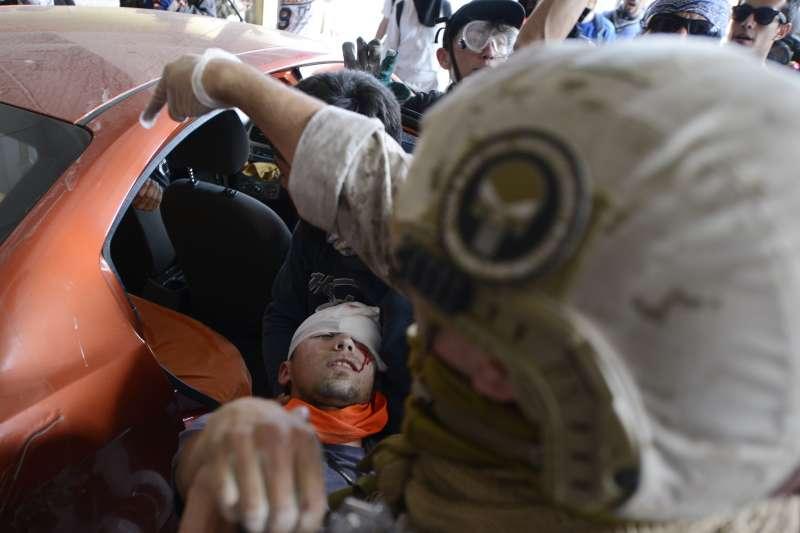 智利陷入嚴重抗爭與動亂將近一個月,至少逾200名示威者被警方攻擊而失明。(AP)