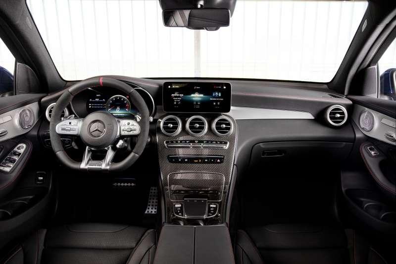 GLC 63 S 4MATIC+ Coupé駕駛氛圍完整性能化,AMG專屬方向盤設計更是具備獨家調整旋鈕,彈指之間就能切換駕駛模式。(圖/台灣賓士股份有限公司提供)