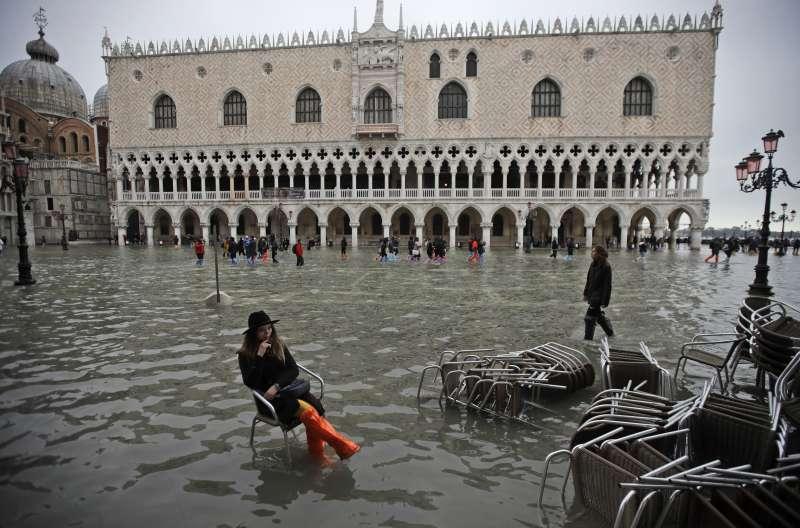 義大利威尼斯近日發生嚴重水災,聖馬可廣場也遭殃(美聯社)