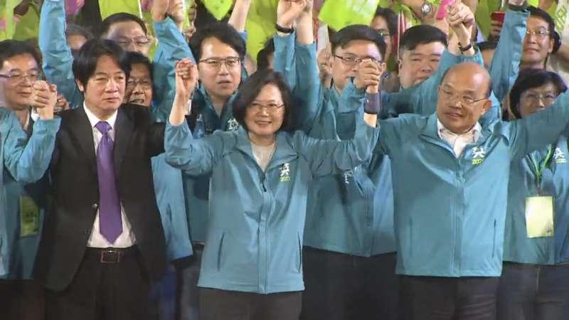 2019年11月16日,蔡英文總統高雄市競選總部成立,蔡總統與兩位前行政院長賴清德、蘇貞昌同台(蔡英文FB)