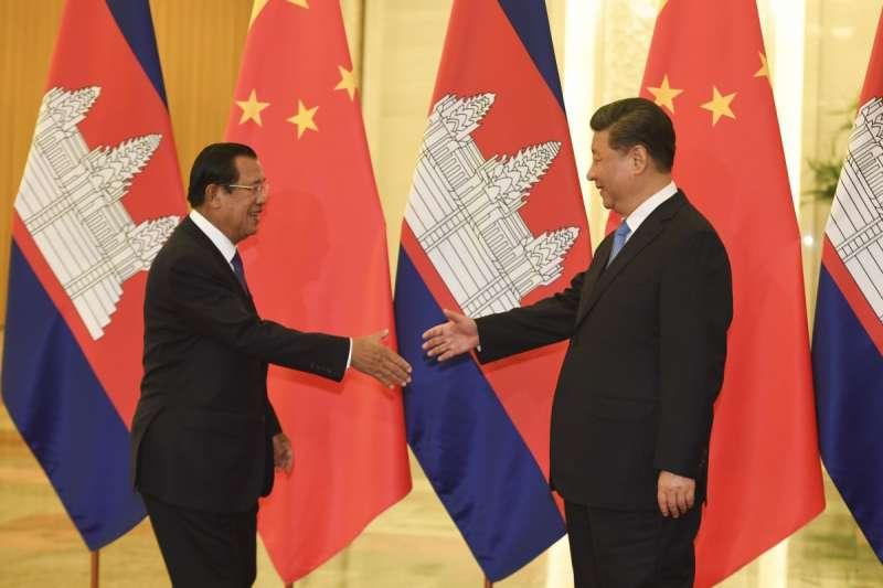 柬埔寨總理洪森與中國國家主席習近平(資料照,AP)