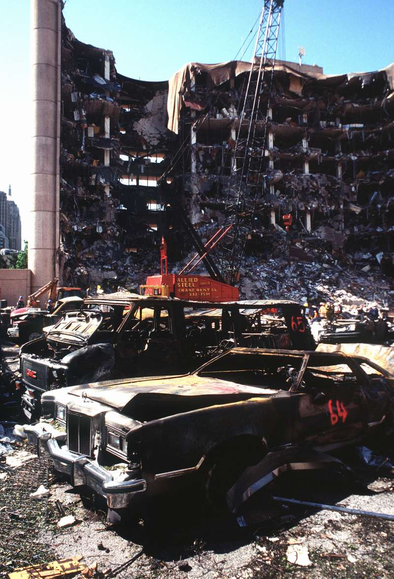 1995年4月19日,奧克拉荷馬市「艾佛瑞德.莫瑞聯邦大樓」(Alfred P. Murrah Federal Building)恐怖攻擊(Wikipedia / Public Domain)