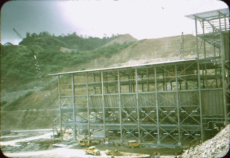 布干維爾的潘古納銅金礦場是世界最大露天礦場之一,但在1988年內戰後關閉至今。(維基百科公有領域)