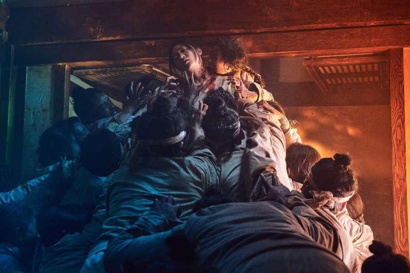 Netflix原創影集包括台灣的《罪夢者》、韓國的《李屍朝鮮》、日本的《AV帝王》、西班牙的《紙房子》等等,比其他競爭對手都還要「在地化」。