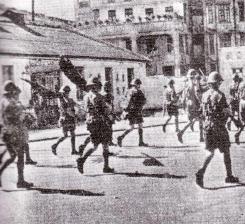 英軍與防暴隊聯合巡邏,最終平息騷亂(取自維基百科)