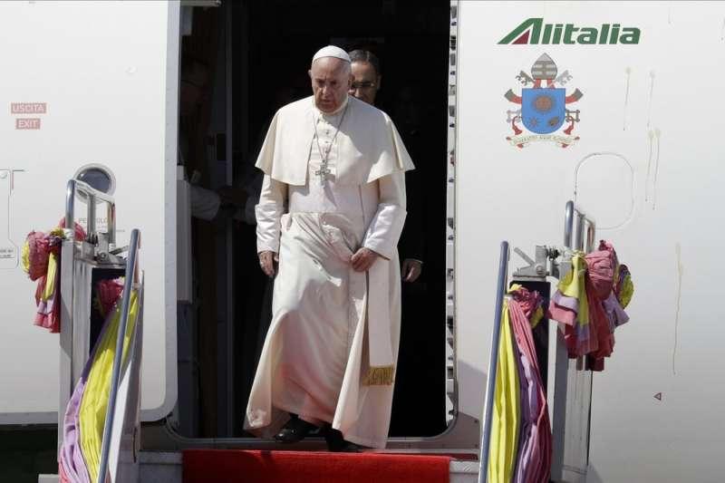 天主教教宗方濟各20日抵達泰國曼谷,展開4天訪問(美聯社)