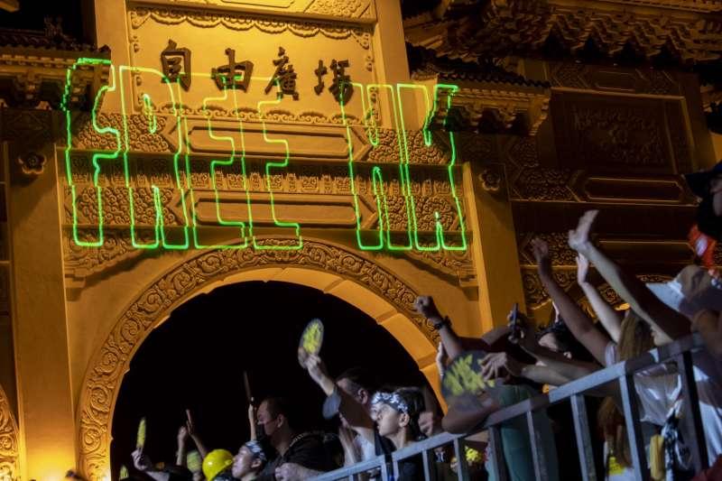 20191120-守民主護台灣大聯盟日前在自由廣場舉辦的「撐香港!要自由」演唱會吸引逾2萬民眾參與。(守民主護台灣大聯盟提供)