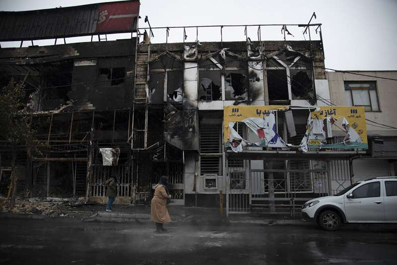 伊朗政府宣布調漲油價引爆示威,迄今已造成106人死亡。(AP)