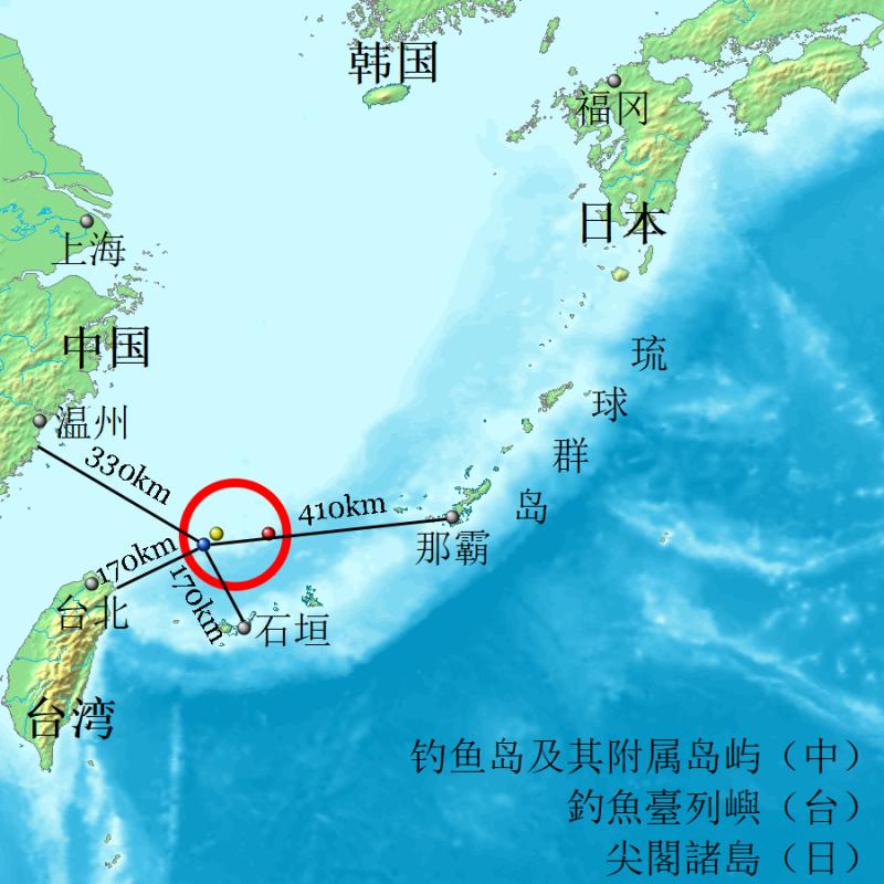 20191121-釣魚臺列嶼地理位置(藍:釣魚台、黃:黃尾嶼、紅:赤尾嶼)( GnolizX@CC BY-SA 3.0)