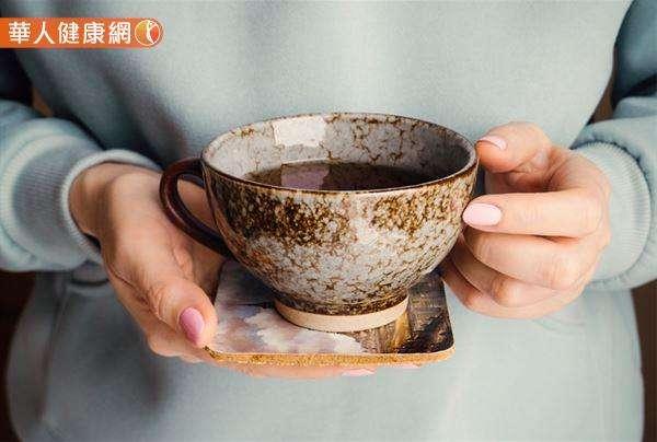 王心眉中醫師另外也分享一款材料取得容易、製作簡單的漢方「血循保健茶」,提供給民眾做為保養心腦血管健康的日常參考。(圖/華人健康網)